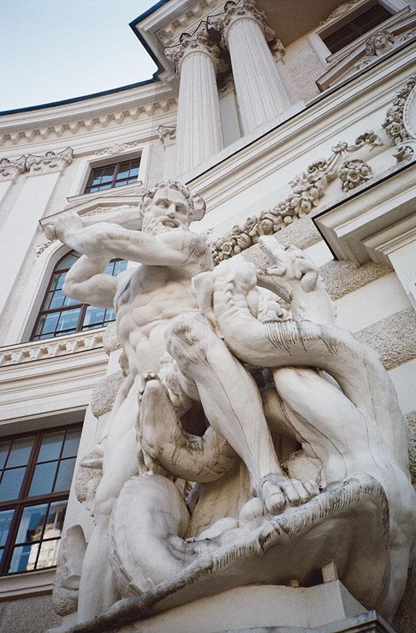 vienna lichterwaldt Michaelplatz tourists Hofburg